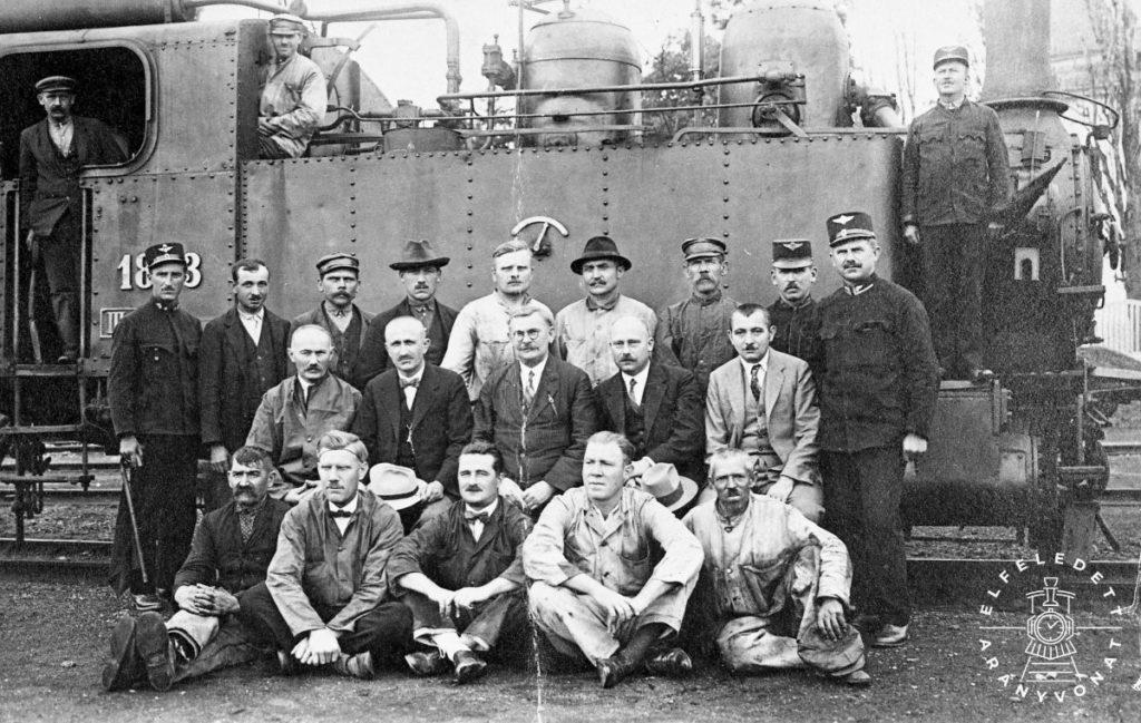 1803. számú mozdony és a soproni fűtőházi kirendeltség személyzete, amikor a MÁV átvette a vonalat