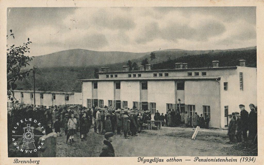 A képeslap a II. nyugdíjas otthon átadása alkalmából készült, 1934-ben