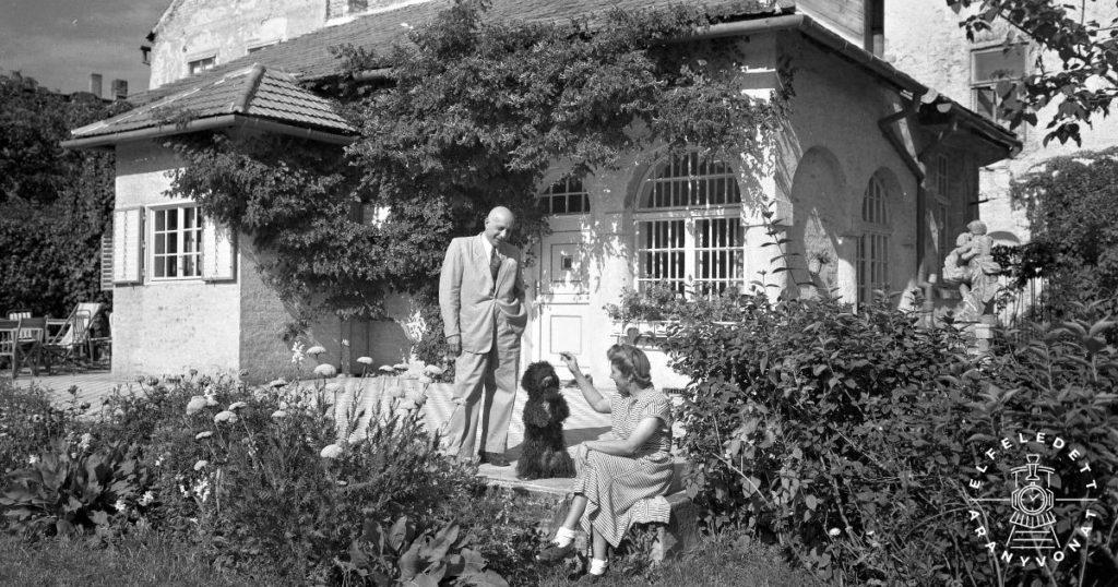 Füredi Oszkár és második felesége, Bauch Erzsébet házuk teraszán