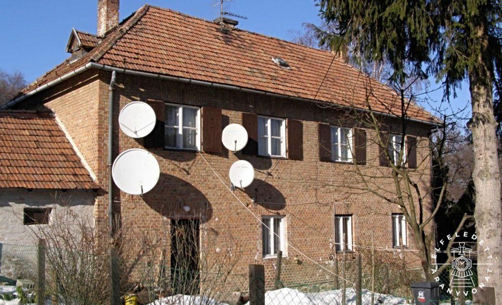 Új-Hermes telep egyik kétszintes lakóháza